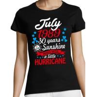 (kuu) (aasta) (vanus) of being sunshine mixed with a little hurricane T-särk